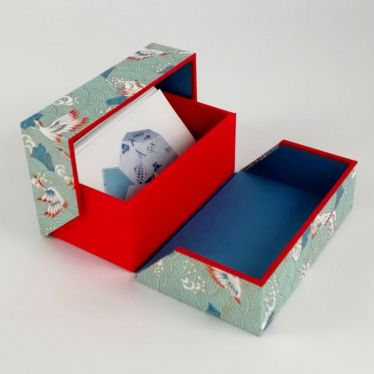 2020-05-02_Business card box, cranes light blue-red (3)