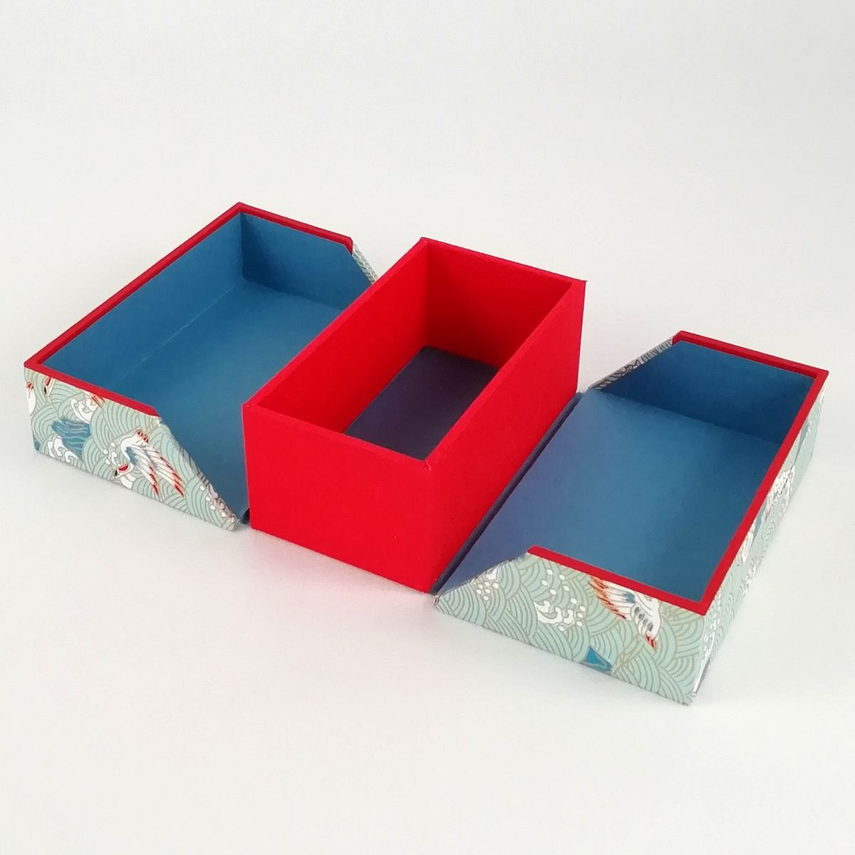 2020-05-02_Business card box, cranes light blue-red (4)